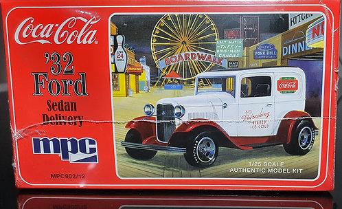 Ford Sedan 1932 Delivery (Coca Cola) - 1/25 - MPC