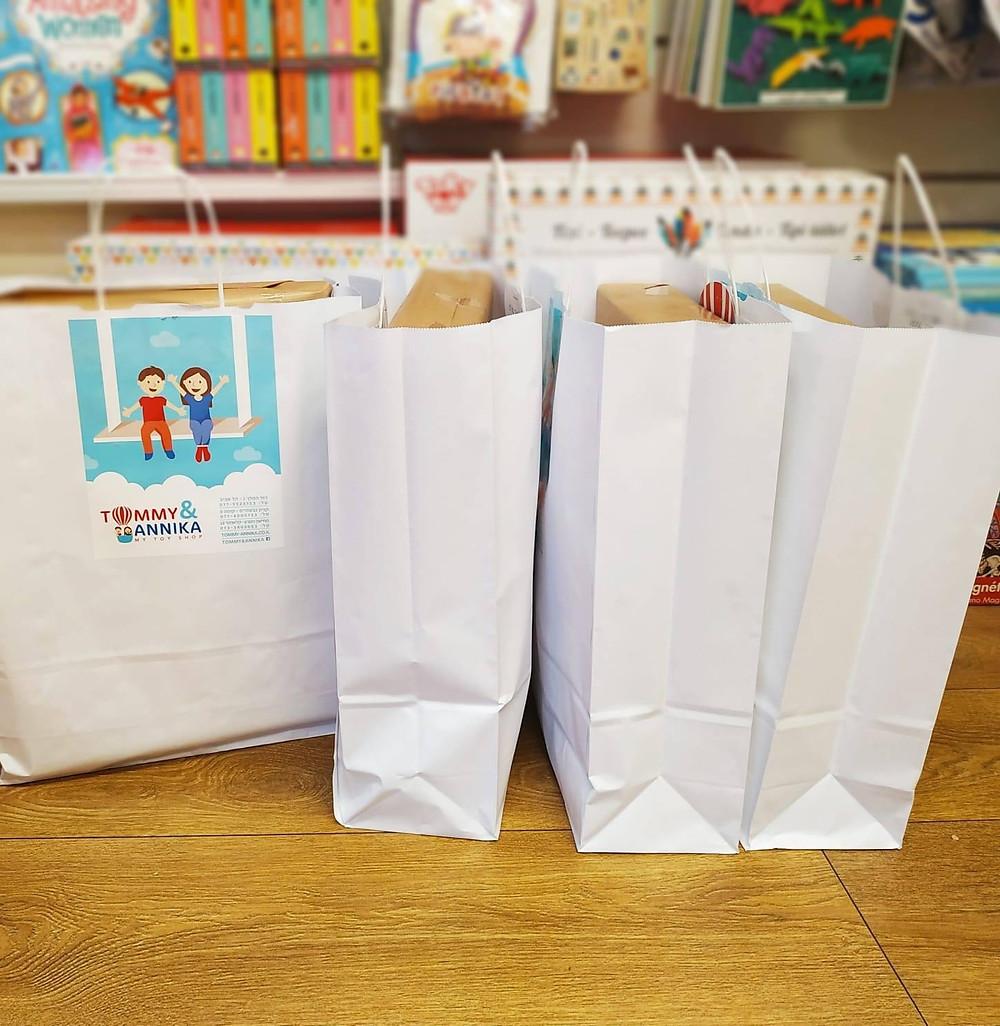 מתנות מרוכזות לגן, טומי ואניקה חנות צעצועים במרכז