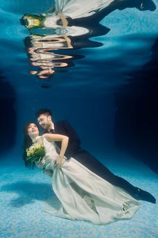 Mariés sous l'eau