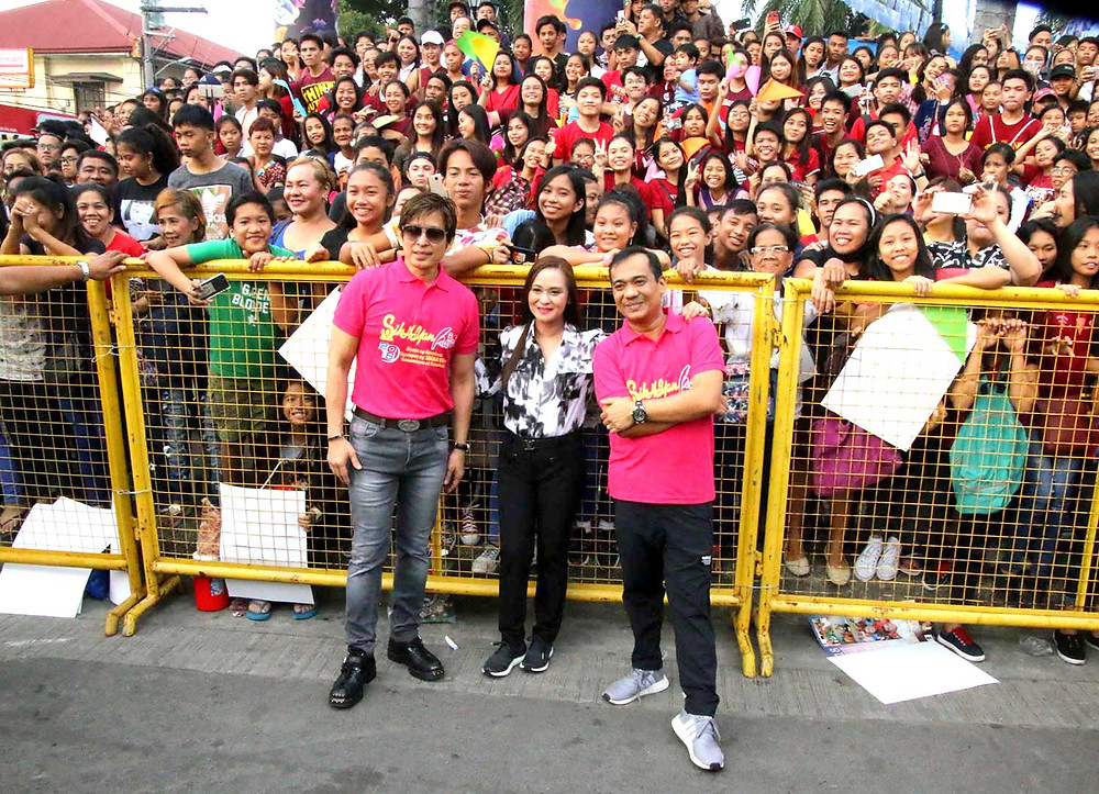 Mayor Dan Fernandez, 1st District Representative Arlene B. Arcillas and Vice Mayor Arnold Arcillas pose with the excited crowd.