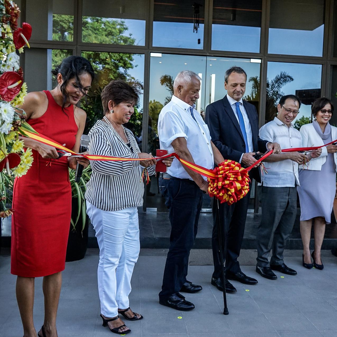 Ribbon-cutting Rites. From left (Gianna-Kessler, Pacita Kessler, Horst Kessler, Ambassador Kricke, Philip Soliven, Lenie Bermudez)