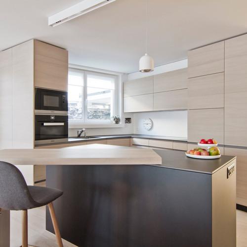 Moderne Holzküche nach Umbau