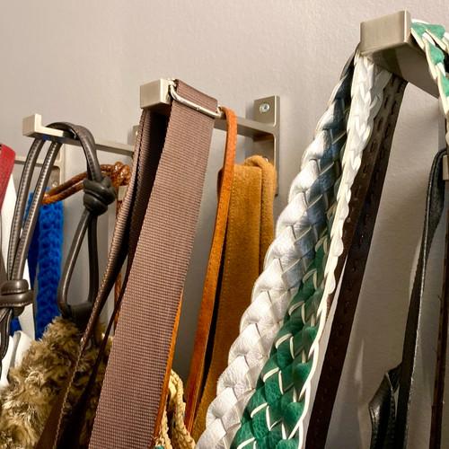 Traum jeder Frau: alle Handtaschen vereint!