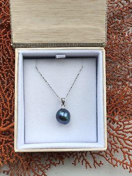 pearl pendant box gray.jpg