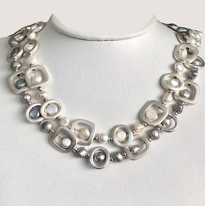 The Geo Pearl Necklace