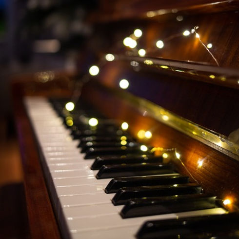 121329264-piano-keyboard-with-christmas-