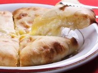 チーズナン(Cheese Naan)