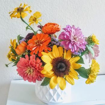 Small Summer Arrangement.  sunflower, zi