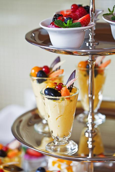 Etagere mit Dessert-Variationen.jpg