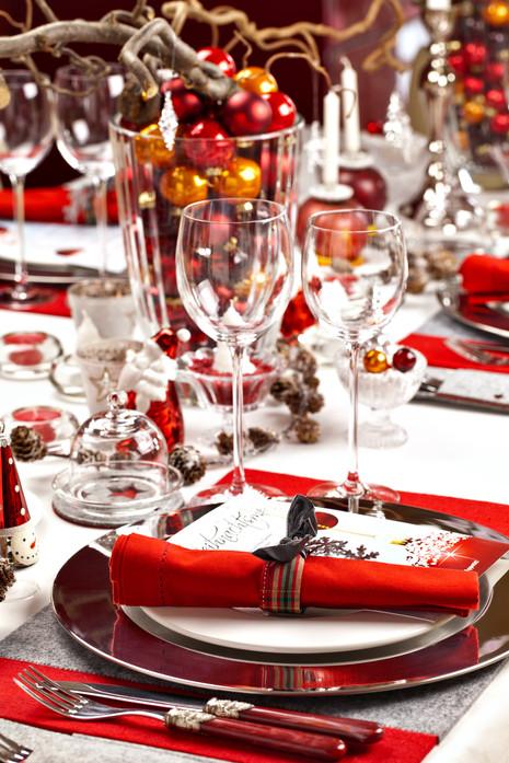 Weihnachtlich gedeckter Tisch-1.jpg