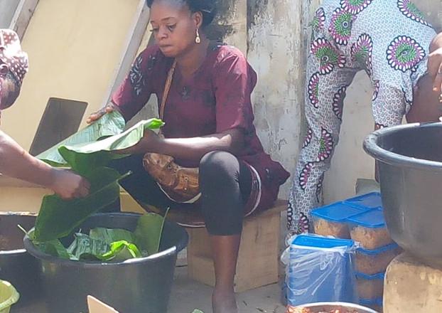 making moinmoin, a nigeria delicacy