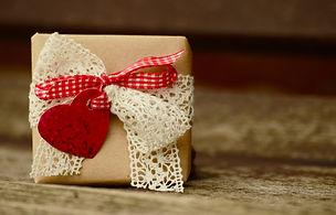 gift-1196288_1920.jpg