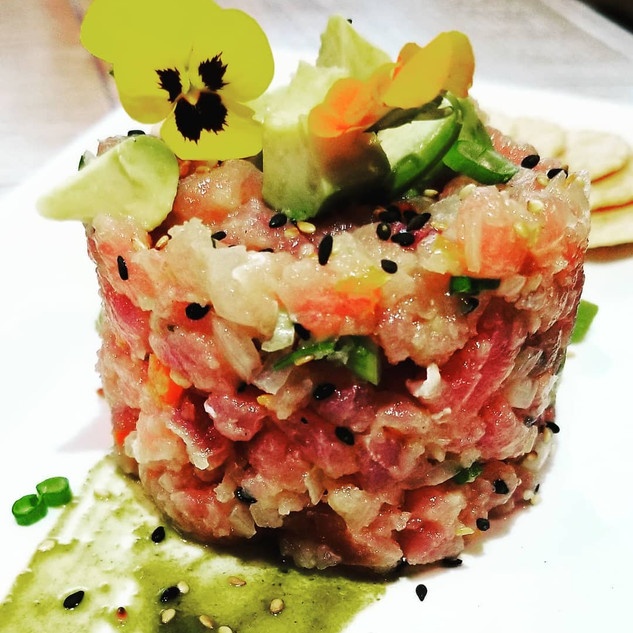 Chefs Specials featuring Tuna Tartare.
