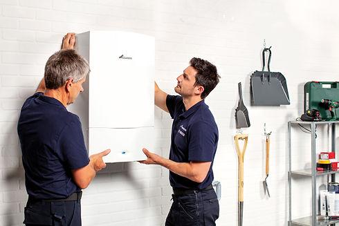 Worcester_Bosch_CDi_Classic_Installers_Fitting_In_Garage.jpg