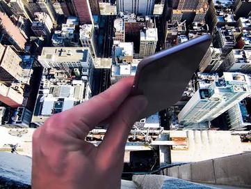 12,000 फीट से गिरा iPhone फिर भी नहीं हुआ खराब, Apple.com