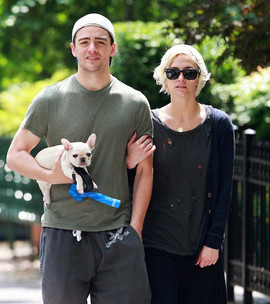 ashlee-simpson-vincent-piazza-puppy-may2