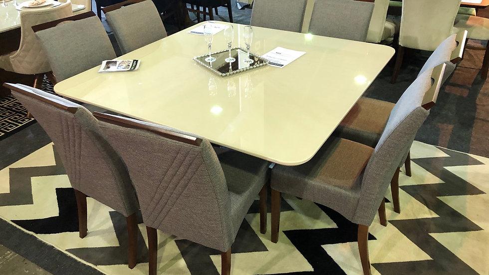 Mesa 140x140 com vidro colado e 8 cadeiras -