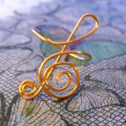 Wire wrap treble clef ring