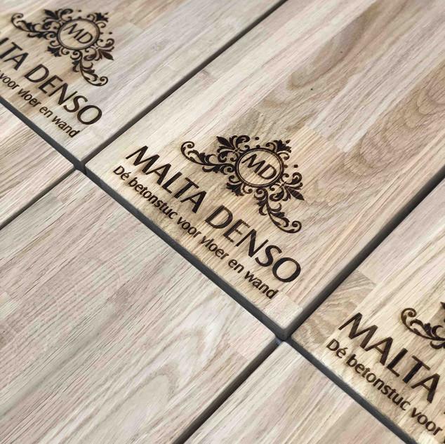 Malta Denso Eikenhout display bord
