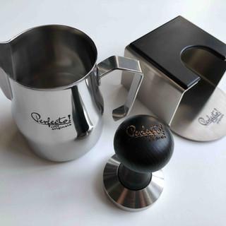 Perfecto melkkan en koffietamper gegraveerd