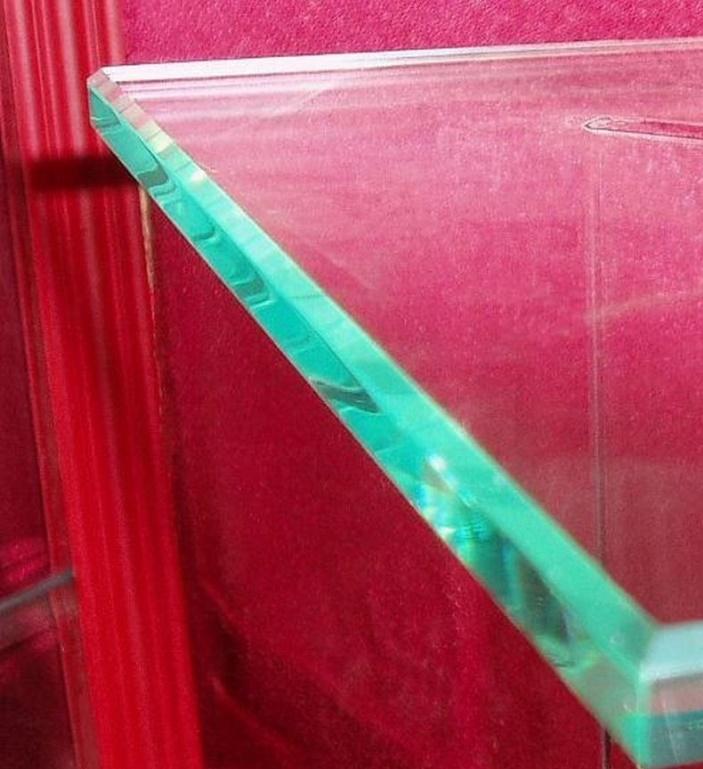 1321516932_steklo-s-faskoj.jpg