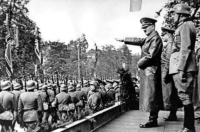 scope-ambitions-Adolf-Hitler-troops-phot