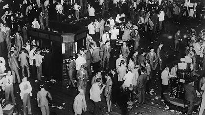 stock-market-crash-gettyimages-542350179