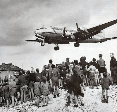 C-54landingattemplehof.jpeg