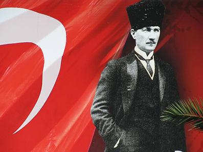Atatürk_with_Turkish_flag.jpg