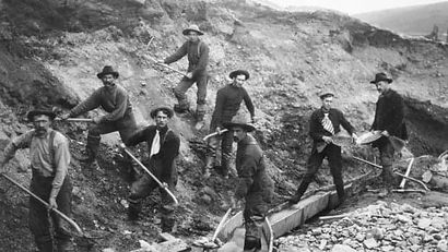 miners-pan-and-dig-for-gold-in-alaska-2.
