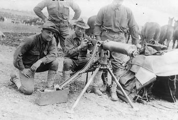 Maxim-machine-gun-soldiers-maneuvers-US-