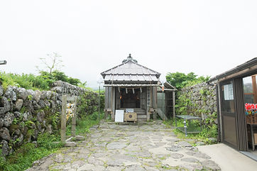 You'll arrive to Gassan Sanrojo's pilgrim lodge and to Midahara Shrine (御田原神社).