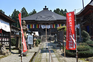 This annex to Shozen'in Temple contains lots of Buddhism icons that once belonged to Mt. Haguro, but were removed because of the official separation between Shinto and Buddhism in 1868. Find the Nio gods statues that were once guarding the Zuishinmon gate and discover statues of all the bodhisattvas related to Mt. Haguro.