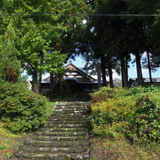 2. Get down the stairs in front of Churenji temple