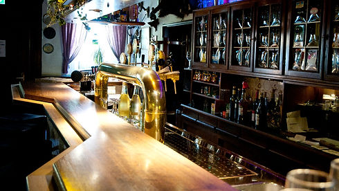 Die-Bar-im-Gasthof-zur-Bever_edited.jpg