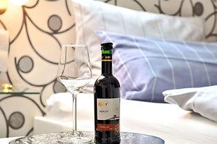 Wein-im-Zimmer-hotel-zur-bever