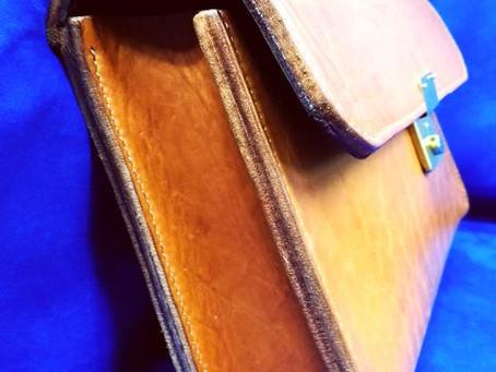 厚みがある手縫いバッグ