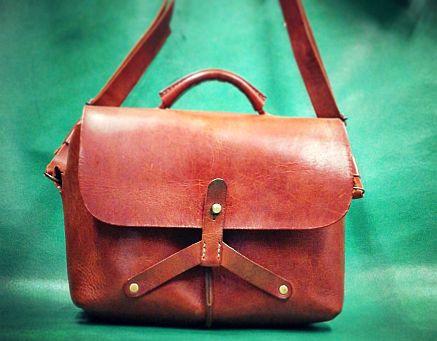 ロービキの革で手縫いのバッグ