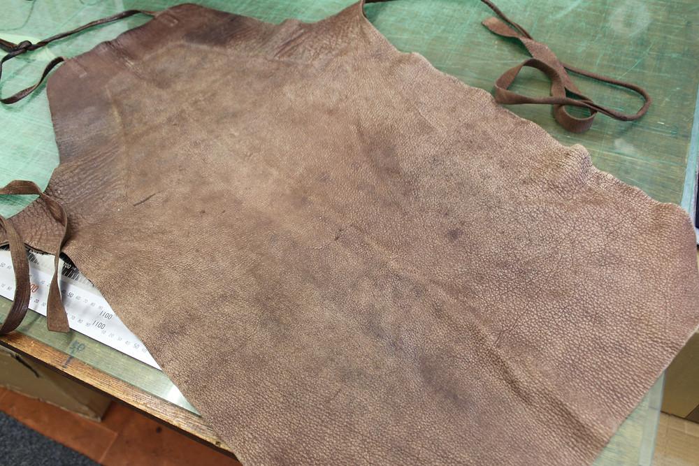 左胸上らへんにオイルの染み込んだ跡が。他はオイルを入れる前