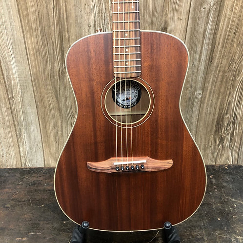 Fender Malibu Special W/ gig bag
