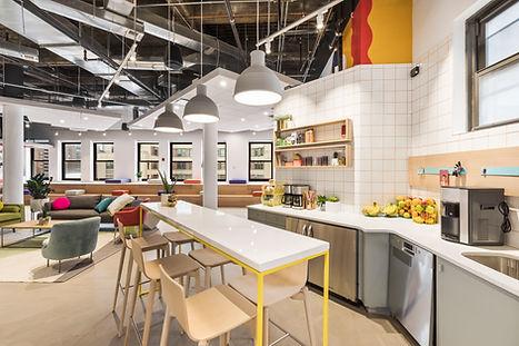 Cuisine moderne dans l'espace de travail