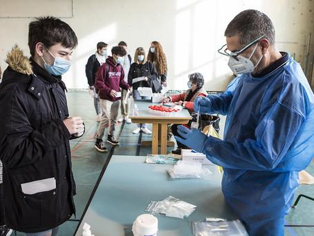 Covid: Crache tests dans trois écoles de Charente