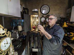 L'ancien garagiste ouvre son atelier d'horlogerie