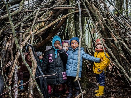 Angoulême: les enfants font l'école dans les bois
