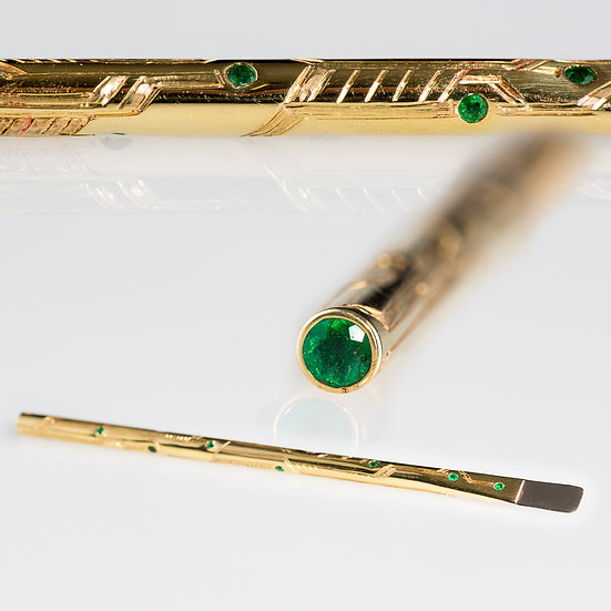 Engraved 18k Gold, Platinum and Emerald Dab Tool