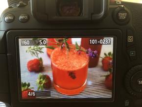 Aperol-Erdbeer-Bowle mit Lavendel