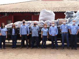 Usina Jacarezinho doa agasalhos e cestas básicas