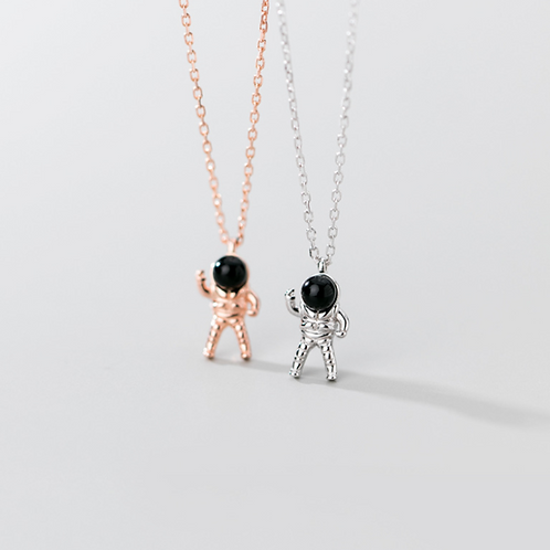 Astronaut Landing Necklace -MOOII