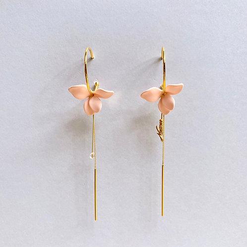 Pastel Peach Flower Gold-tone Hoop Earrings - Mooii