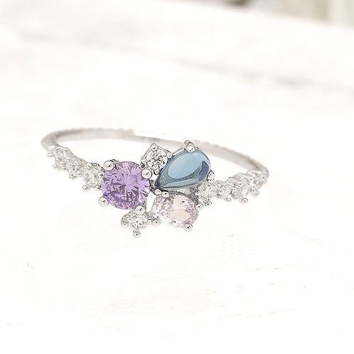 Crystal Tear Drop Tri-Stone Ring - MOOII
